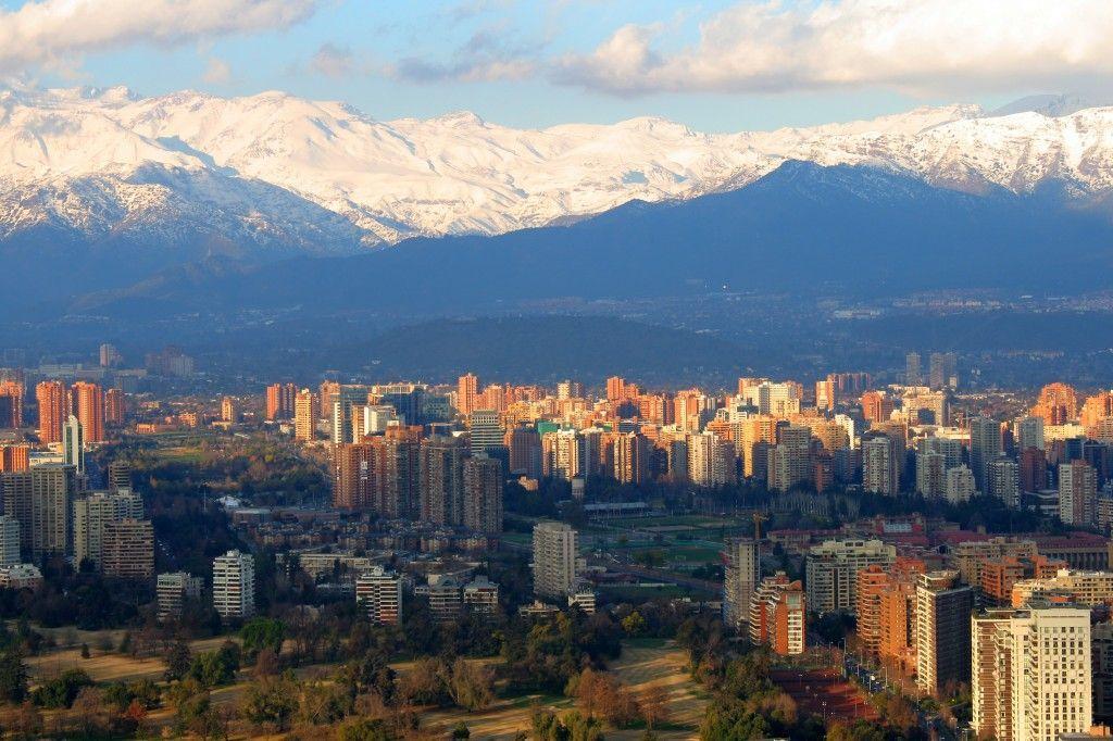 Santiago de Chile, custodiada por la imponente Cordillera de los Andes