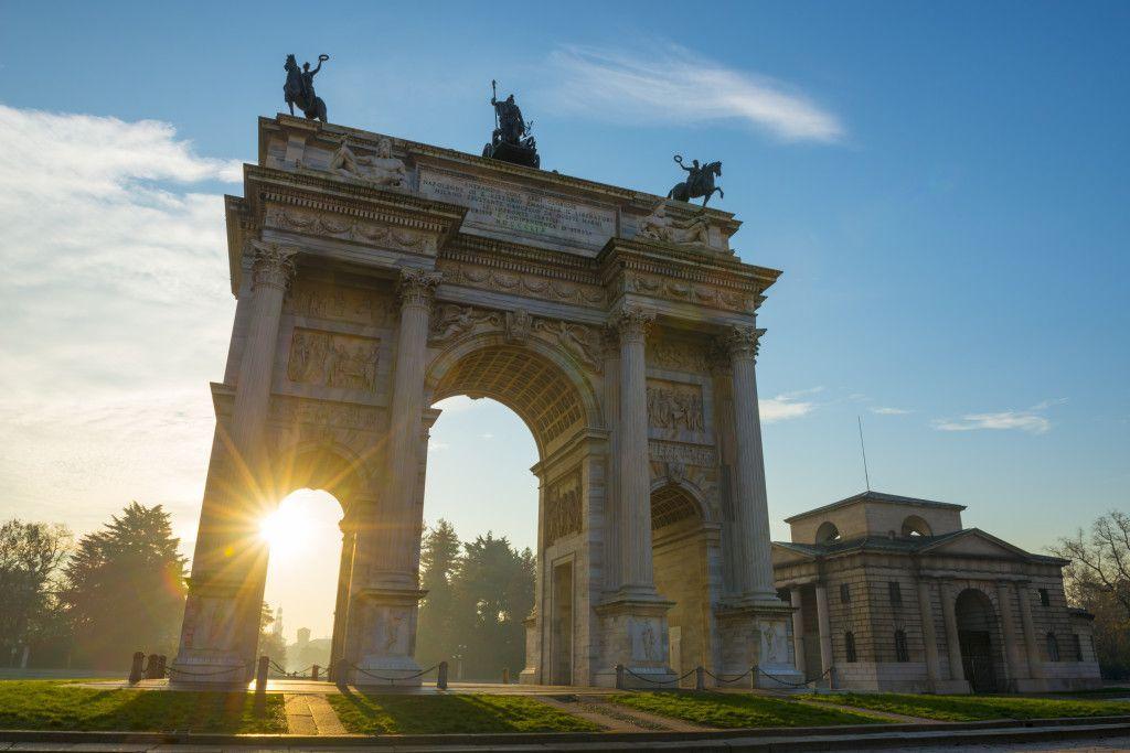 Otra postal del Arco de la Paz en Milan