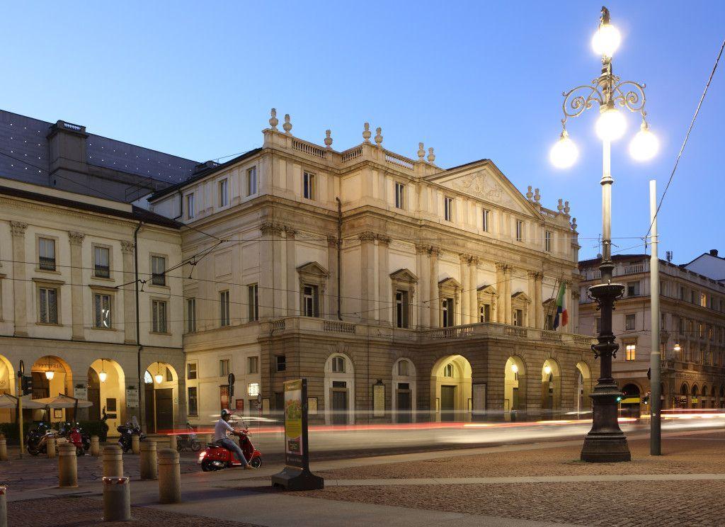 Otra vista del Teatro Scala en Milan
