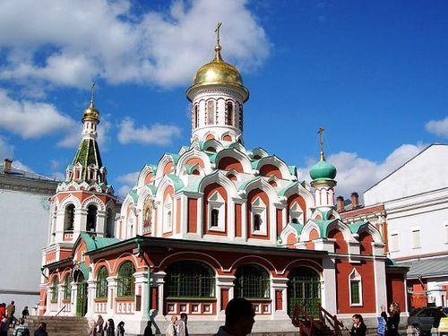 Nastoyatel rusa constituyen parroquia