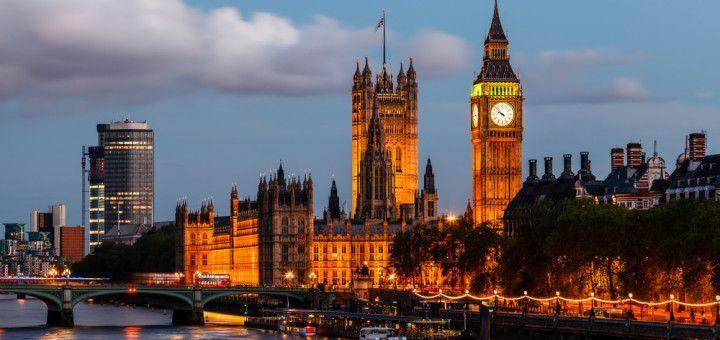 Vista nocturna del Big Ben en Londres