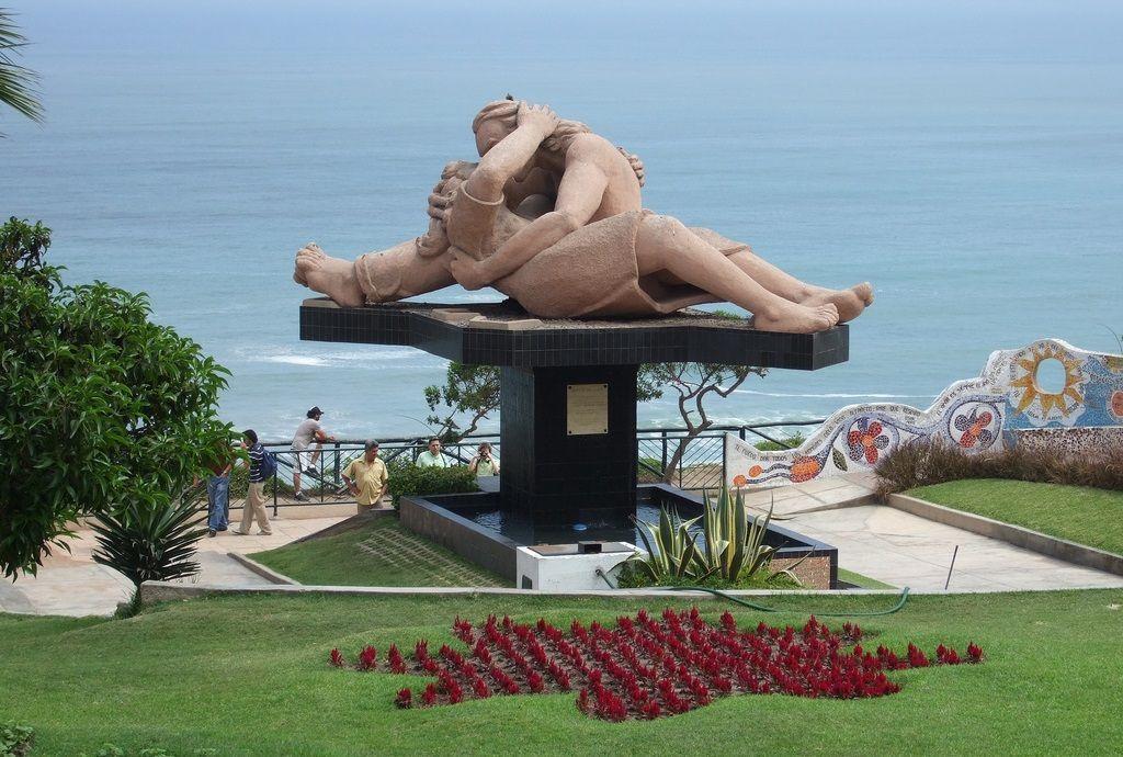 Turismo en el Parque del Amor de Lima
