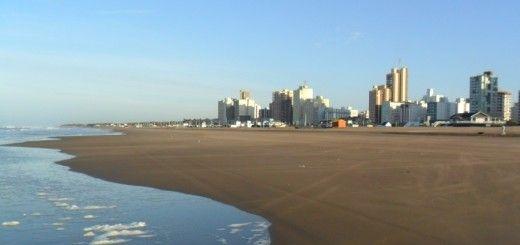 Playa desierta en marzo en Necochea
