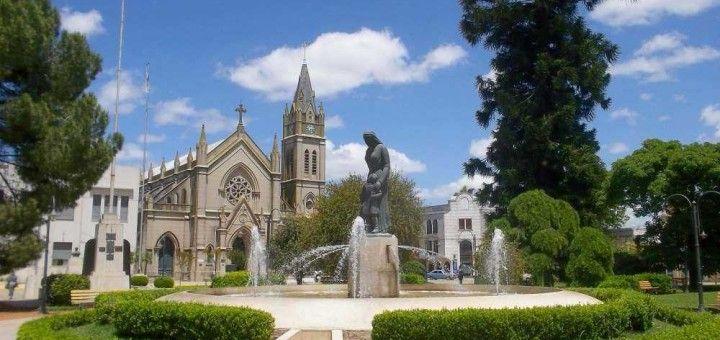 Plaza 1810 en la ciudad de Lobos