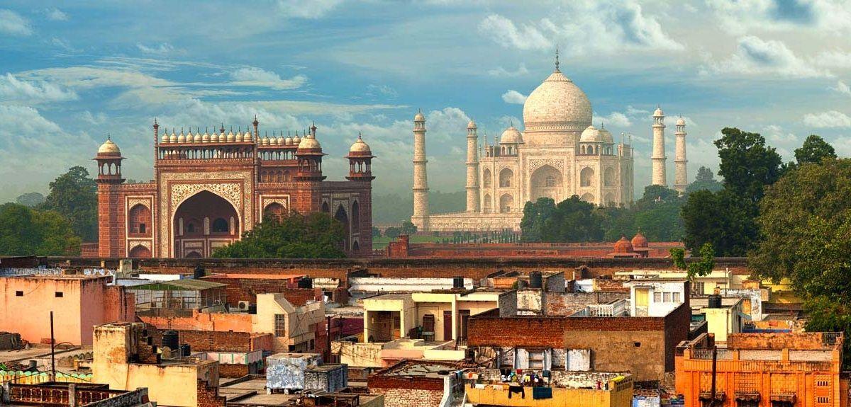 Vista del Taj Mahal desde la ciudad de Agra, India