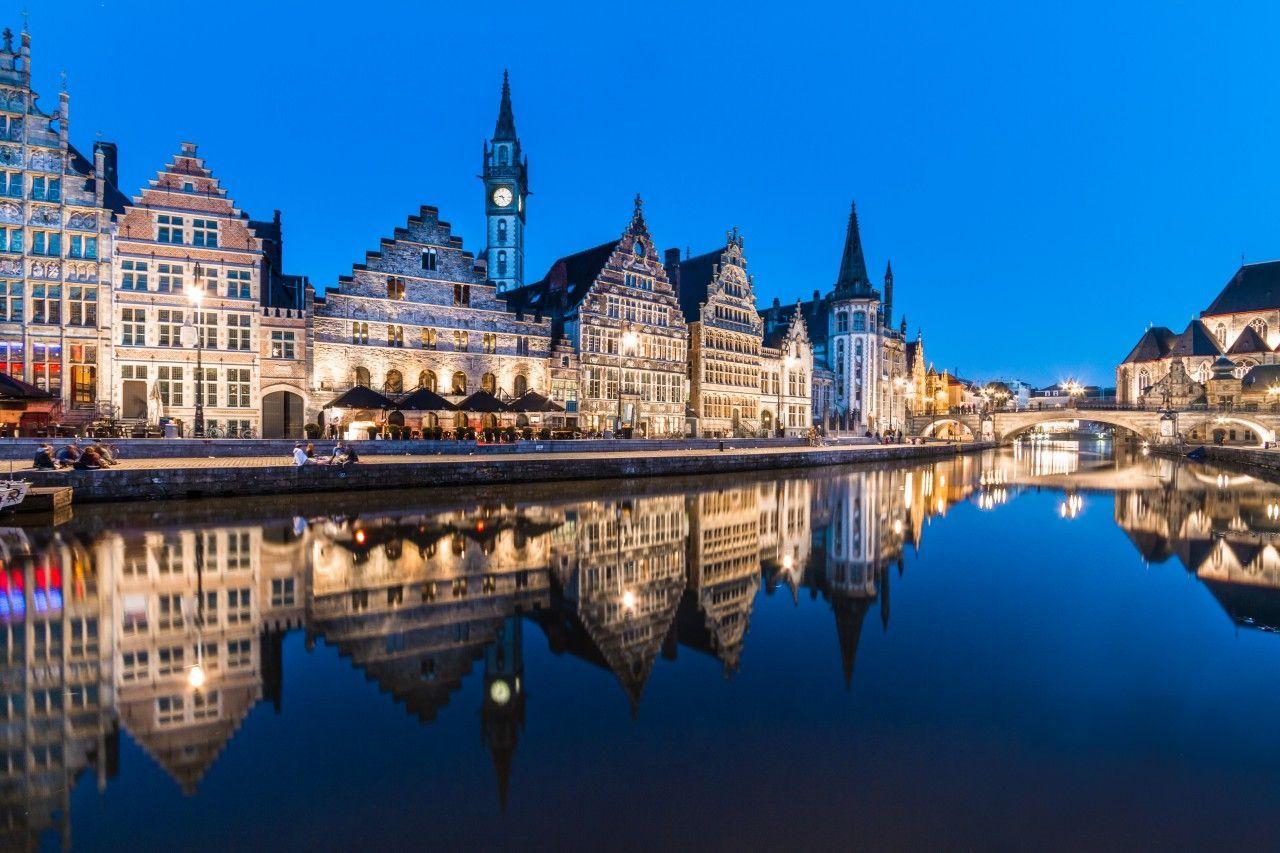 El río y la ciudad de Gante de noche
