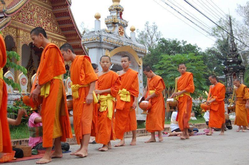 Procesión de Monjes en Luang Prabang